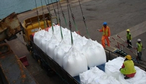 LOADING PTA (CHEMICALS) CARGO IN JUMBO 4